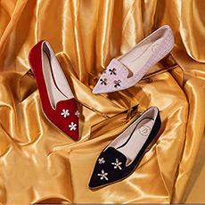 雨中舞 天鹅绒羊皮珍珠钻饰平底鞋