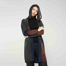 V领撞色提花中长款纯羊绒女开衫 E276A1057