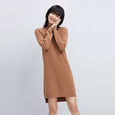 纯色半高领绞花女羊绒连衣裙 E276A6010
