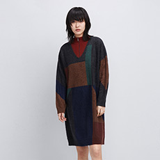 V领撞色纯羊绒针织女连衣裙 E276A6014
