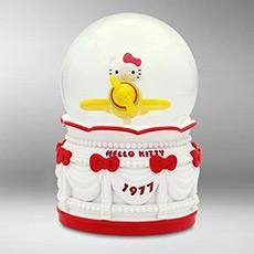 Hello kitty游乐场坐飞机水晶球音乐盒