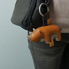 手工皮质犀牛挂件